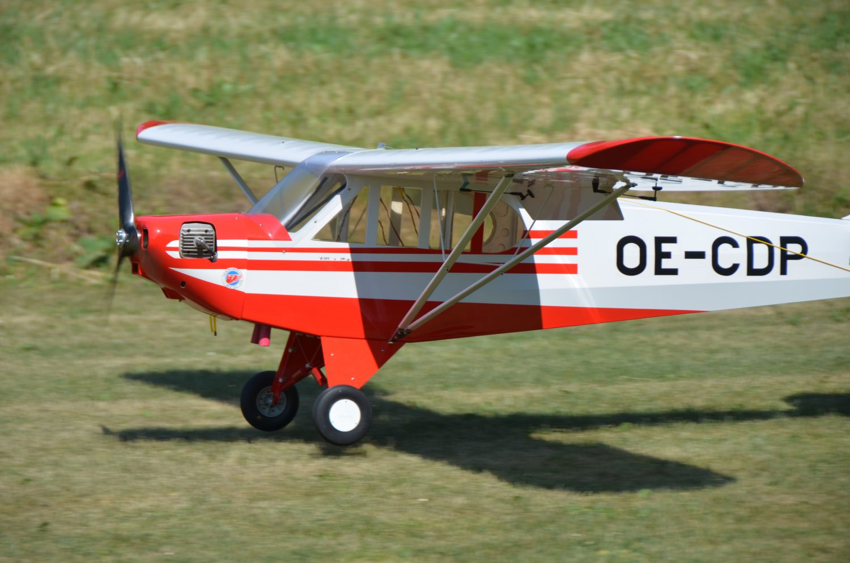 Le Piper Super Cub à l'atterrissage